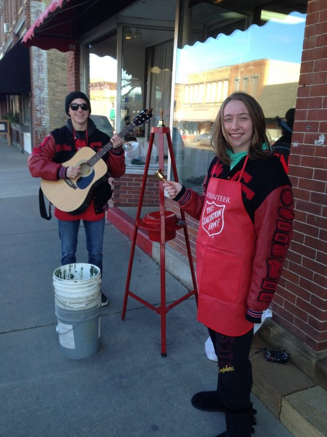 Molly+Bowen+and+Nathan+Van+Zuilen+provide+some+holiday+music+for+donors