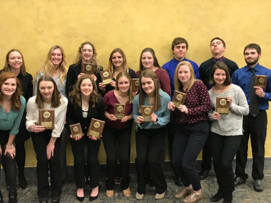 BPA+students+pose+with+their+state+awards.