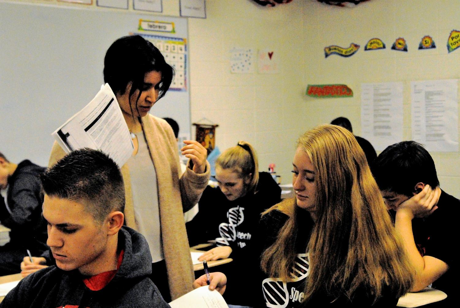 Chilean Amity Sophia works with Spanish class students
