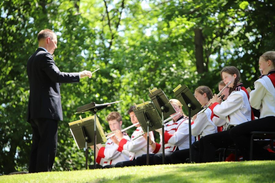 Mike+Legvold+leads+the+CFHS+band+during+Memorial+Day+ceremonies