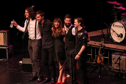 Caitlyn Smith and her band take a bow at the end of the show
