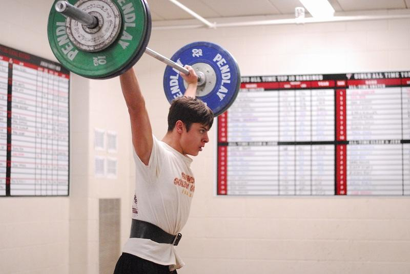 Logan+Hofstedt+practices+for+an+upcoming+weightlifting+tournament.
