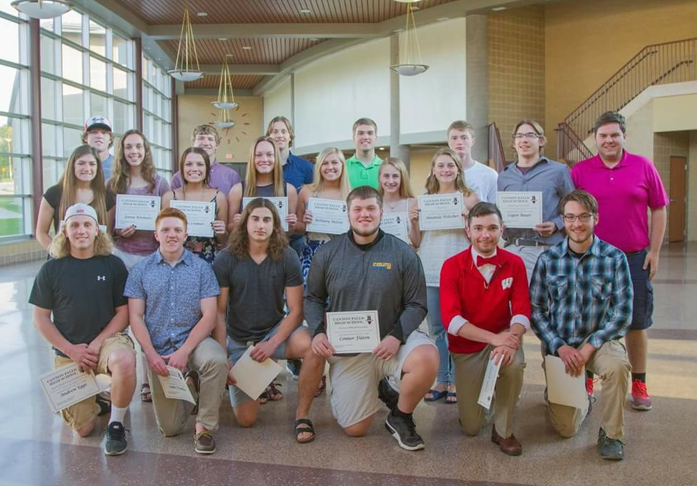Senior+athletes+were+recognized+at+the+Hall+of+Fame+banquet