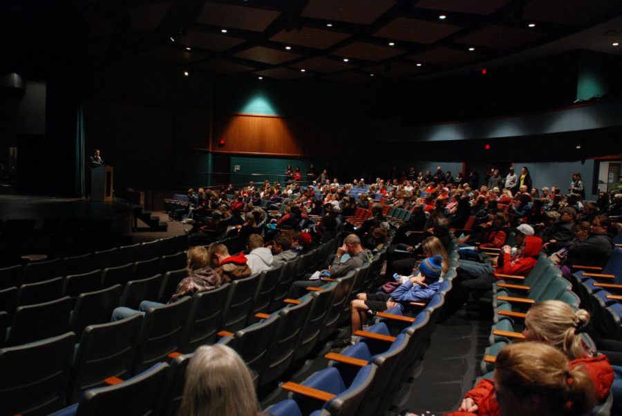 Students+and+parents+join+activities+director%2C+Jake+Winchell%2C+in+the+auditorium+at+the+winter+activities+meeting.