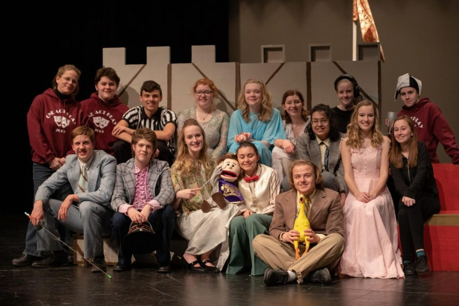 The Hamlette cast posed for a picture after their public performance